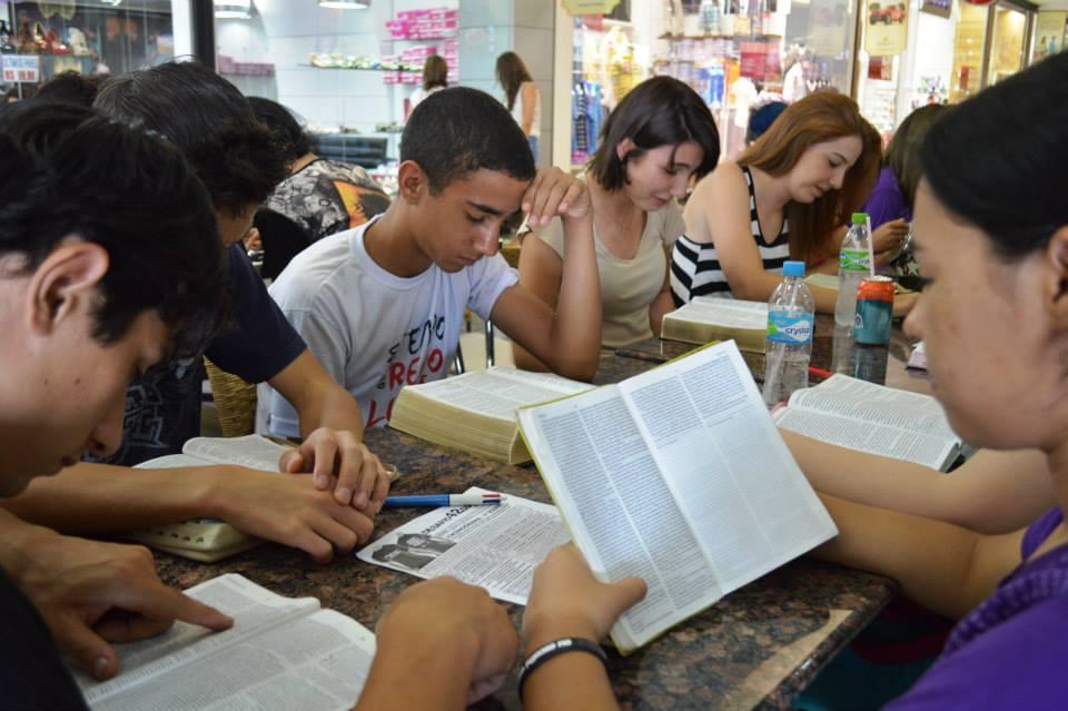 'Roleizeiros de Cristo' em shopping de Cascavel (Divulgação)