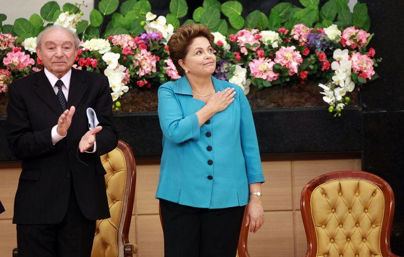 O bispo Manoel Ferreira, líder da Assembleia de Deus de Madureira, e a presidente Dilma (Juca Varella/Folhapress)