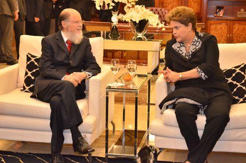 A presidente Dilma Rousseff e o bispo Edir Macedo (UNIcom)