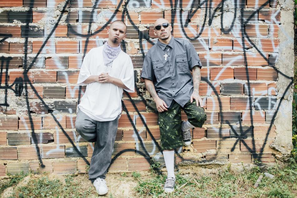 Paulo Deivid e Marcio Moreira, em Francisco Morato, na Grande São Paulo (Gabriel Cabral/Folhapress)