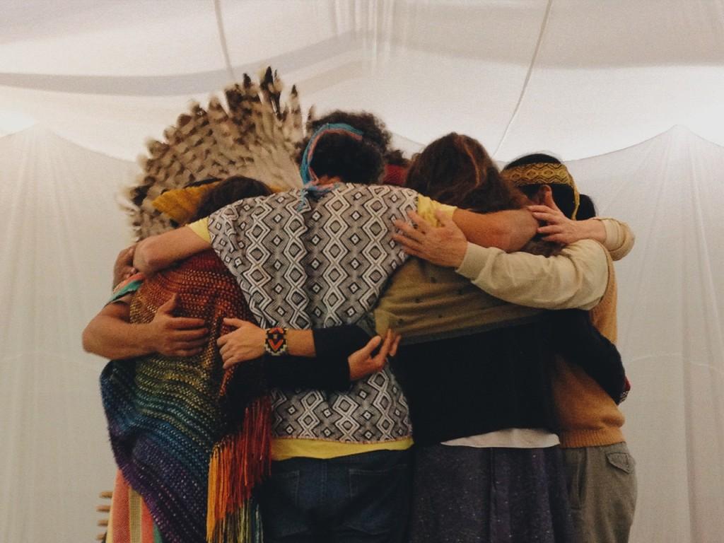 O abraçaço no Tomie Ohtake (Anna Virginia Balloussier/Folhapress)